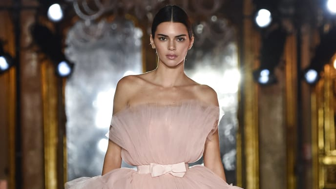 ROME, ITALY - OCTOBER 24: The model Kendall Jenner, beauty detail, walks the runway during the Giambattista Valli Loves H&M show on October 24, 2019 in Rome, Italy. (Photo by Pietro D'aprano/Getty Images)