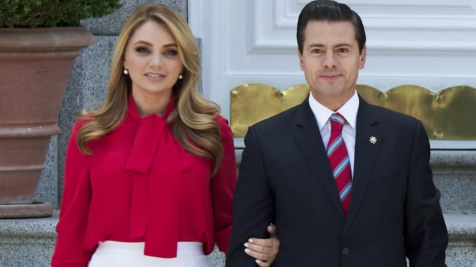 MADRID, SPAIN - APRIL 25:  President of Mexico Enrique Pena Nieto and his wife Angelica Rivera arrive at the Zarzuela Palace on April 25, 2018 in Madrid, Spain.  (Photo by Carlos Alvarez/Getty Images)