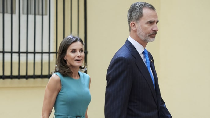 MADRID, SPAIN - JUNE 26: King Felipe VI of Spain and Queen Letizia of Spain meet with the members of the Boards of Trustees of the Princess of Asturias Foundation at the Royal Palace of El Pardo on Madrid, Spain. (Photo by Carlos Alvarez/Getty Images)