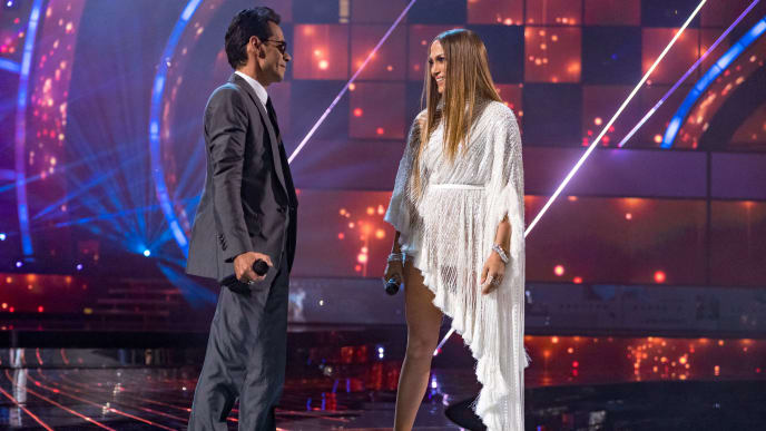 LAS VEGAS, NV - NOVEMBER 17:  Marc Anthony (L) and Jennifer Lopez perform onstage during The 17th Annual Latin Grammy Awards at T-Mobile Arena on November 17, 2016 in Las Vegas, Nevada.  (Photo by Christopher Polk/Getty Images for LARAS)