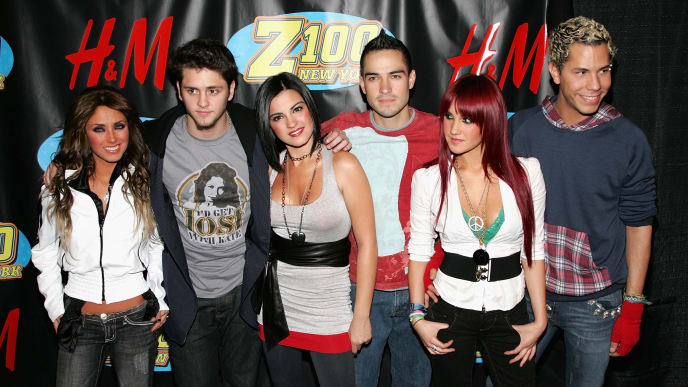 NEW YORK - DECEMBER 15:  (L to R) Anahi Puente, Christopher Uckermann, Maite Perroni, Alfonso Herrera, Dulce Maria and Christian Chavez of RBD pose in the press room at Z100's Jingle Ball 2006 at Madison Square Garden December 15, 2006 in New York City.  (Photo by Bryan Bedder/Getty Images)