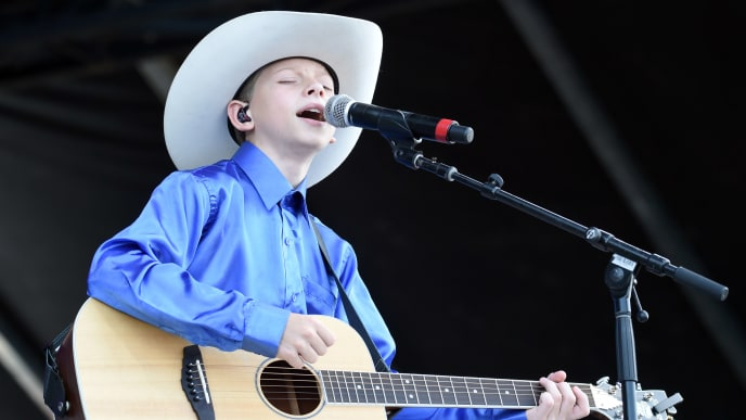 LOUISVILLE, KENTUCKY - SEPTEMBER 15:  Mason Ramsey performs during the inaugural 2019 Hometown Rising Country Music & Bourbon Festival at Highland Festival Grounds at Kentucky Expo Center on September 15, 2019 in Louisville, Kentucky. (Photo by Stephen J. Cohen/Getty Images)