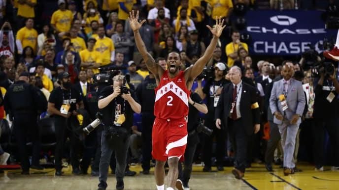 OAKLAND, CALIFORNIA - JUNE 13:  Kawhi Leonard #2 of the Toronto Raptors celebrates his teams win over the Golden State Warriors in Game Six to win the 2019 NBA Finals at ORACLE Arena on June 13, 2019 in Oakland, California. NOTE TO USER: User expressly acknowledges and agrees that, by downloading and or using this photograph, User is consenting to the terms and conditions of the Getty Images License Agreement. (Photo by Ezra Shaw/Getty Images)