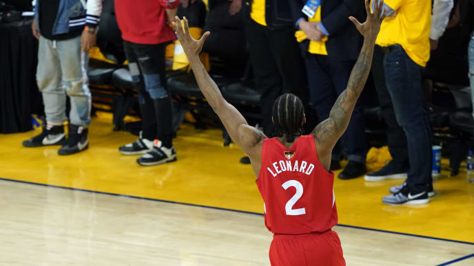 OAKLAND, CALIFORNIA - JUNE 13:  Kawhi Leonard #2 of the Toronto Raptors celebrates his teams win over the Golden State Warriors in Game Six to win the 2019 NBA Finals at ORACLE Arena on June 13, 2019 in Oakland, California. NOTE TO USER: User expressly acknowledges and agrees that, by downloading and or using this photograph, User is consenting to the terms and conditions of the Getty Images License Agreement. (Photo by Thearon W. Henderson/Getty Images)