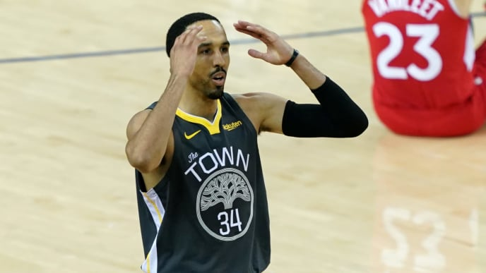 OAKLAND, CALIFORNIA - JUNE 13:  Shaun Livingston #34 of the Golden State Warriors reacts against the Toronto Raptors in the second half during Game Six of the 2019 NBA Finals at ORACLE Arena on June 13, 2019 in Oakland, California. NOTE TO USER: User expressly acknowledges and agrees that, by downloading and or using this photograph, User is consenting to the terms and conditions of the Getty Images License Agreement. (Photo by Thearon W. Henderson/Getty Images)