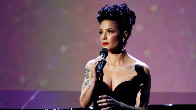 LOS ANGELES, CALIFORNIA - SEPTEMBER 22: (EDITORS NOTE: This image is a retransmission)  Halsey performs onstage during  the 71st Emmy Awards on September 22, 2019 in Los Angeles, California. (Photo by Kevin Winter/Getty Images)
