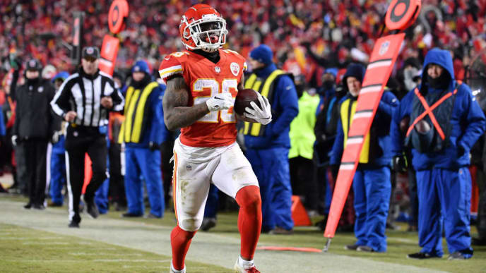 KANSAS CITY, MISSOURI - JANUARY 20: Damien Williams #26 of the Kansas City Chiefs runs with the ball on his way to scoring a 23-yard receiving touchdown in the fourth quarter against the New England Patriots during the AFC Championship Game at Arrowhead Stadium on January 20, 2019 in Kansas City, Missouri. (Photo by Peter Aiken/Getty Images)