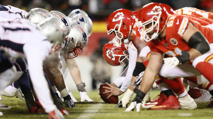 KANSAS CITY, MISSOURI - JANUARY 20: The Kansas City Chiefs prepare to snap the ball against the New England Patriots during the AFC Championship Game at Arrowhead Stadium on January 20, 2019 in Kansas City, Missouri. (Photo by Jamie Squire/Getty Images)