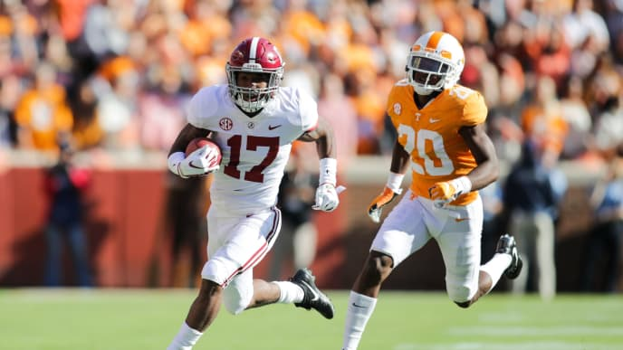 KNOXVILLE, TN - OCTOBER 20: Jaylen Waddle #17 of the Alabama Crimson Tide runs for yards being defended by Defensive back Bryce Thompson #20 of the Tennessee Volunteers during the game between the Alabama Crimson Tide and the Tennessee Volunteers at Neyland Stadium on October 20, 2018 in Knoxville, Tennessee. (Photo by Donald Page/Getty Images)