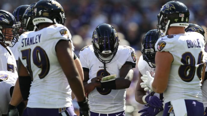 BALTIMORE, MARYLAND - SEPTEMBER 15: Quarterback Lamar Jackson #8 of the Baltimore Ravens stands in the huddle against the Arizona Cardinals during the second half at M&T Bank Stadium on September 15, 2019 in Baltimore, Maryland. (Photo by Patrick Smith/Getty Images)