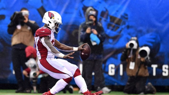EAST RUTHERFORD, NEW JERSEY - OCTOBER 20: Chase Edmonds #29 of the Arizona Cardinals scores a touchdown in the third quarter of their game against the New York Giants at MetLife Stadium on October 20, 2019 in East Rutherford, New Jersey. (Photo by Emilee Chinn/Getty Images)