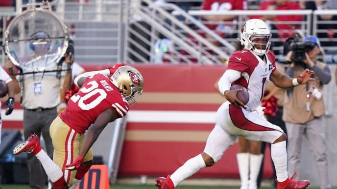 SANTA CLARA, CALIFORNIA - NOVEMBER 17: Quarterback Kyler Murray #1 of the Arizona Cardinals carries the football en route to scoring on a 22 rushing touchdown ahead of cornerback Jimmie Ward #20 of the San Francisco 49ers during the second half of the NFL game at Levi's Stadium on November 17, 2019 in Santa Clara, California. (Photo by Thearon W. Henderson/Getty Images)