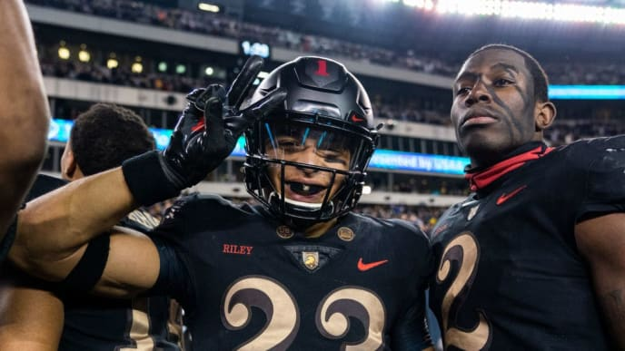 PHILADELPHIA, PA - DECEMBER 08: Elijah Riley #23 and James Gibson #2 of the Army Black Knights on the sidelines during a game against the Navy Midshipmen at Lincoln Financial Field on December 8, 2018 in Philadelphia, Pennsylvania. (Photo by Dustin Satloff/Getty Images)