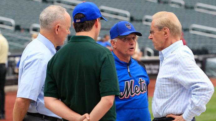 Directivos de Mets de Nueva York se reúnen con un técnico del club previo al partido contra Bravos