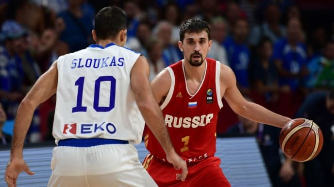 Russia's guard Aleksei Shved (R) vies for the ball with Greece's guard Kostas Sloukas (L) during the FIBA Eurobasket 2017 men's quarter final basketball match between Greece and Russia at Sinan Erdem Sport Arena in Istanbul on September 13, 2017.   / AFP PHOTO / OZAN KOSE        (Photo credit should read OZAN KOSE/AFP/Getty Images)