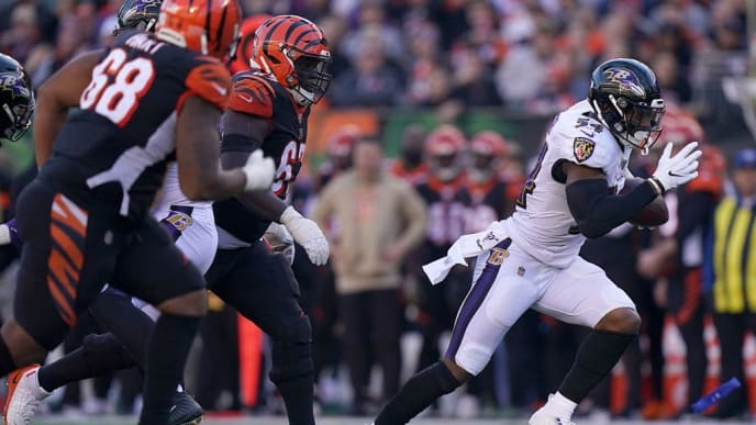 CINCINNATI, OHIO - NOVEMBER 10: Tyus Bowser #54 of the Baltimore Ravens returns a fumble for a touchdown during the NFL football game against the Cincinnati Bengals at Paul Brown Stadium on November 10, 2019 in Cincinnati, Ohio. (Photo by Bryan Woolston/Getty Images)