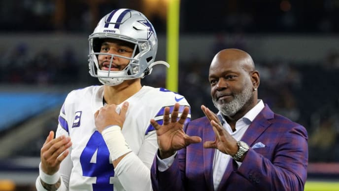 ARLINGTON, TEXAS - NOVEMBER 28: Dak Prescott #4 of the Dallas Cowboys waits for the ball with former Cowboys running back Emmitt SMith before the game against the Buffalo Bills at AT&T Stadium on November 28, 2019 in Arlington, Texas. (Photo by Richard Rodriguez/Getty Images)