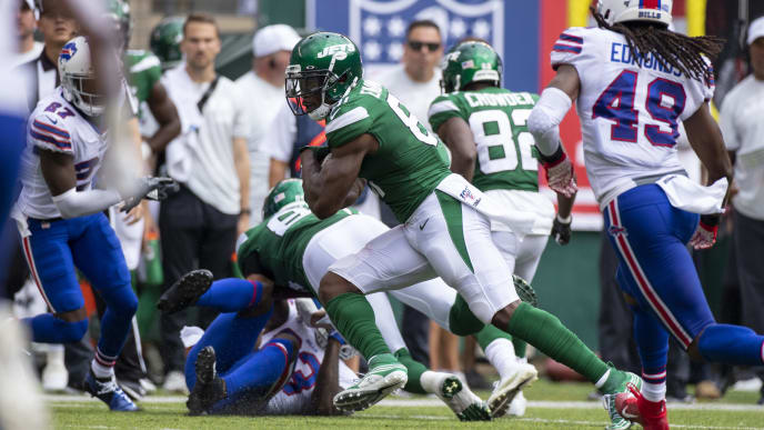 EAST RUTHERFORD, NJ - SEPTEMBER 08:  Quincy Enunwa #81 of the New York Jets carries the ball during the third quarter against the Buffalo Bills at MetLife Stadium on September 8, 2019 in East Rutherford, New Jersey. Buffalo defeats New York 17-16.  (Photo by Brett Carlsen/Getty Images)