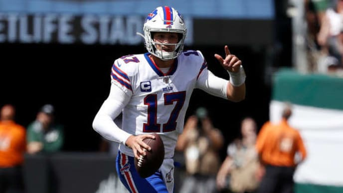EAST RUTHERFORD, NEW JERSEY - SEPTEMBER 08: Josh Allen #17 of the Buffalo Bills during a game against the Buffalo Bills during the first quarter at MetLife Stadium on September 08, 2019 in East Rutherford, New Jersey. (Photo by Michael Owens/Getty Images)