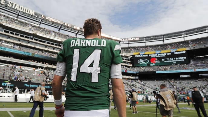 EAST RUTHERFORD, NEW JERSEY - SEPTEMBER 08: Sam Darnold #14 of the New York Jets walks off the field after losing to the Buffalo Bills 17-16 at MetLife Stadium on September 08, 2019 in East Rutherford, New Jersey. (Photo by Michael Owens/Getty Images)