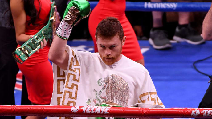 LAS VEGAS, NEVADA - MAY 04:  Canelo Alvarez acknowledges the crowd before his middleweight unification fight against Daniel Jacobs at T-Mobile Arena on May 4, 2019 in Las Vegas, Nevada. Alvarez won by unanimous decision. (Photo by Ethan Miller/Getty Images)