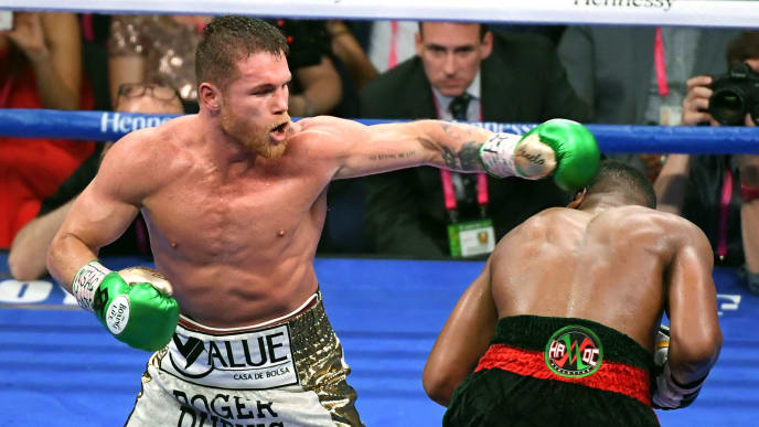 LAS VEGAS, NEVADA - MAY 04:  Canelo Alvarez (L) hits Daniel Jacobs in the ninth round of their middleweight unification fight at T-Mobile Arena on May 4, 2019 in Las Vegas, Nevada. Alvarez won by unanimous decision.  (Photo by Ethan Miller/Getty Images)