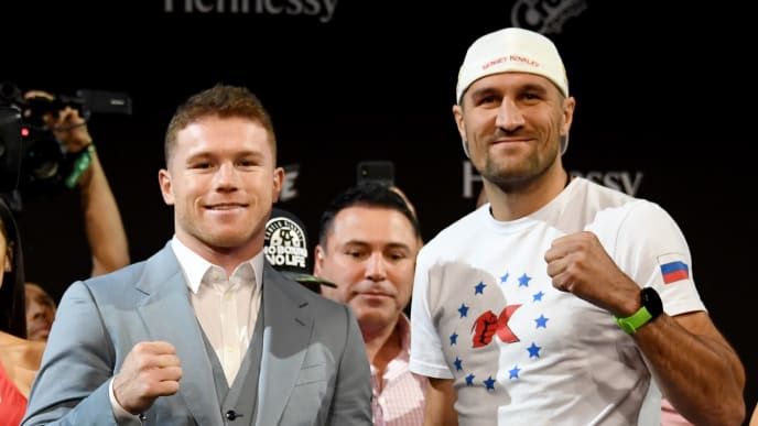LAS VEGAS, NEVADA - OCTOBER 30:  Boxer Canelo Alvarez (L) and WBO light heavyweight champion Sergey Kovalev pose during a news conference at the KA Theatre at MGM Grand Hotel & Casino on October 30, 2019 in Las Vegas, Nevada. Kovalev will defend his title against Alvarez, who is making his debut at light heavyweight, at MGM Grand Garden Arena in Las Vegas on November 2.  (Photo by Ethan Miller/Getty Images)