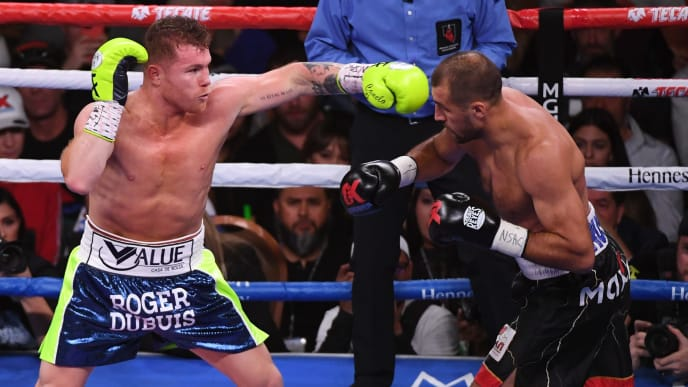 LAS VEGAS, NEVADA - NOVEMBER 02:  Canelo Alvarez (L) throws a left at Sergey Kovalev during their  WBO light heavyweight title fight at MGM Grand Garden Arena on November 2, 2019 in Las Vegas, Nevada.  (Photo by Ethan Miller/Getty Images)