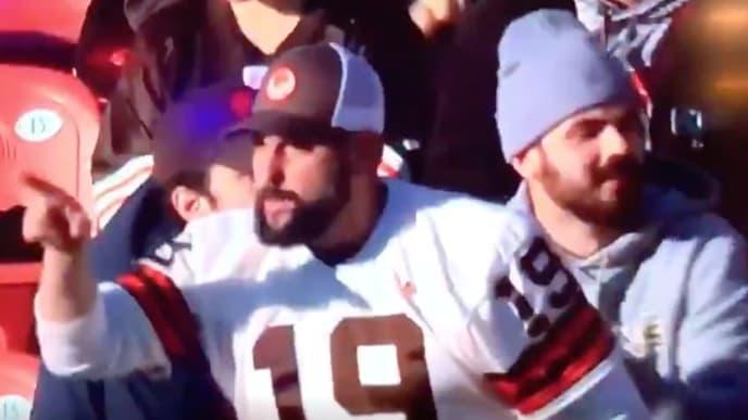 Baker Mayfield mandó a callar a los fanáticos en Cleveland