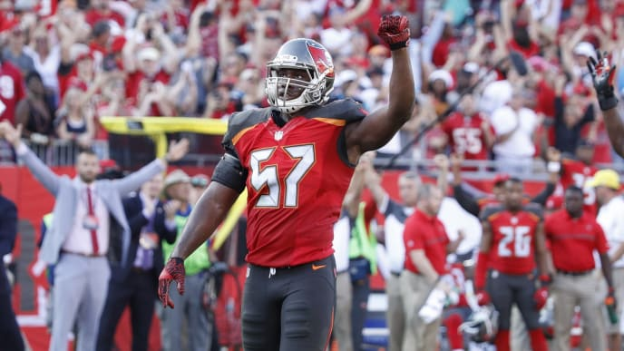 sports shoes 01626 eb89e Redskins Reportedly Expected to Sign Former Buccaneers LB ...