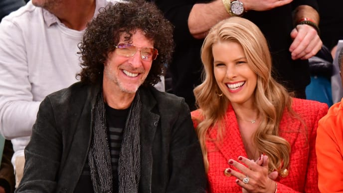 NEW YORK, NY - OCTOBER 17:  Howard Stern and Beth Ostrosky Stern attend the New York Knicks vs Atlanta Hawks game at Madison Square Garden on October 17, 2018 in New York City.  (Photo by James Devaney/Getty Images)
