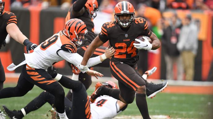 CLEVELAND, OH - DECEMBER 23:  Nick Chubb #24 of the Cleveland Browns carries the ball in front of Nick Vigil #59 of the Cincinnati Bengals during the first half at FirstEnergy Stadium on December 23, 2018 in Cleveland, Ohio. (Photo by Jason Miller/Getty Images)