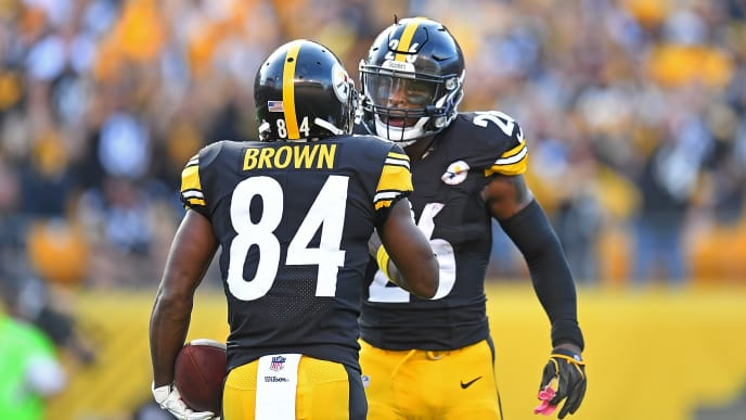 PITTSBURGH, PA - OCTOBER 22: Antonio Brown #84 of the Pittsburgh Steelers celebrates his seven-yard touchdown reception in the first quarter with Le'Veon Bell #26 during the game against the Cincinnati Bengals at Heinz Field on October 22, 2017 in Pittsburgh, Pennsylvania. (Photo by Joe Sargent/Getty Images)