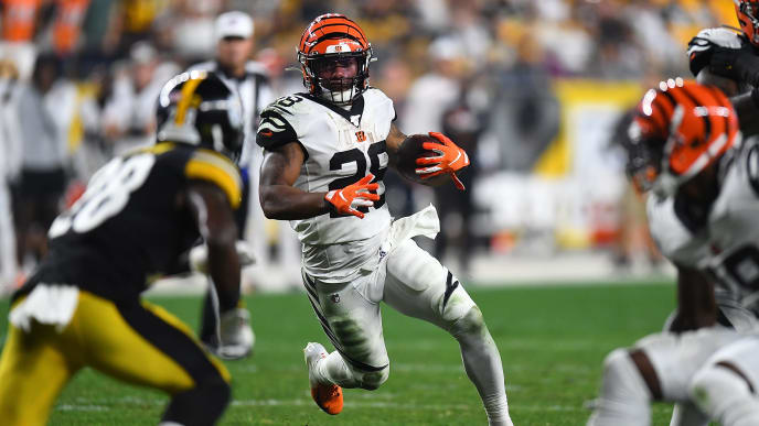 PITTSBURGH, PA - SEPTEMBER 30:  Joe Mixon #28 of the Cincinnati Bengals carries the ball during the third quarter against the Pittsburgh Steelers at Heinz Field on September 30, 2019 in Pittsburgh, Pennsylvania. (Photo by Joe Sargent/Getty Images)