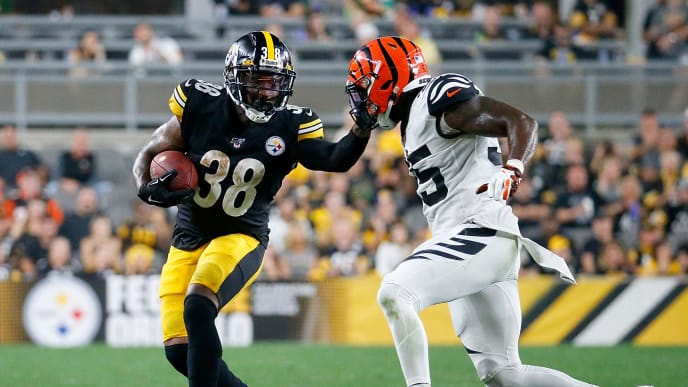 PITTSBURGH, PENNSYLVANIA - SEPTEMBER 30: Running back Jaylen Samuels #38 of the Pittsburgh Steelers runs against the defense of LaRoy Reynolds #55 of the Cincinnati Bengals in the game at Heinz Field on September 30, 2019 in Pittsburgh, Pennsylvania. (Photo by Justin K. Aller/Getty Images)