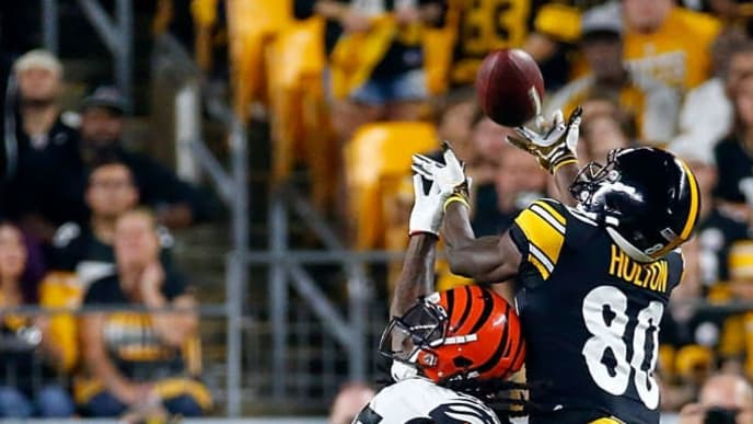 PITTSBURGH, PENNSYLVANIA - SEPTEMBER 30: Johnny Holton #80 of the Pittsburgh Steelers is called for an offensive pass interference over Dre Kirkpatrick #27 of the Cincinnati Bengals during the game at Heinz Field on September 30, 2019 in Pittsburgh, Pennsylvania. (Photo by Justin K. Aller/Getty Images)