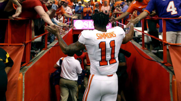 SYRACUSE, NEW YORK - SEPTEMBER 14: Isaiah Simmons #18 of the Clemson Tigers at the Carrier Dome on September 14, 2019 in Syracuse, New York. (Photo by Bryan M. Bennett/Getty Images)