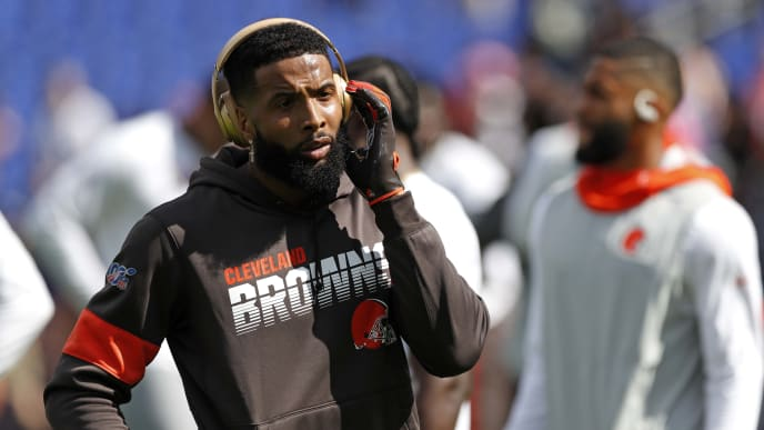 BALTIMORE, MARYLAND - SEPTEMBER 29: Wide Receiver Odell Beckham #13 of the Cleveland Browns stands on the field prior to the game against the Baltimore Ravens at M&T Bank Stadium on September 29, 2019 in Baltimore, Maryland. (Photo by Todd Olszewski/Getty Images)
