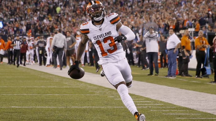 EAST RUTHERFORD, NEW JERSEY - SEPTEMBER 16:  Odell Beckham Jr. #13 of the Cleveland Browns scores a touchdown in the third quarter against the New York Jets at MetLife Stadium on September 16, 2019 in East Rutherford, New Jersey. (Photo by Elsa/Getty Images)