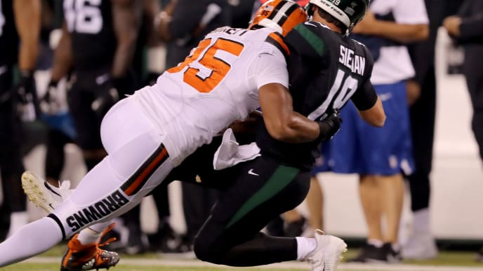 EAST RUTHERFORD, NEW JERSEY - SEPTEMBER 16:  Myles Garrett #95 of the Cleveland Browns tackles Trevor Siemian #19 of the New York Jets in the second quarter at MetLife Stadium on September 16, 2019 in East Rutherford, New Jersey.Trevor Siemian was helped off the field due to injury on the play. (Photo by Elsa/Getty Images)