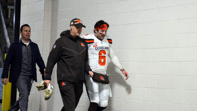 PITTSBURGH, PA - DECEMBER 01:  Baker Mayfield #6 of the Cleveland Browns leaves the field with medical staff after leaving the game with a hand injury against the Pittsburgh Steelers on December 1, 2019 at Heinz Field in Pittsburgh, Pennsylvania.  (Photo by Justin K. Aller/Getty Images)