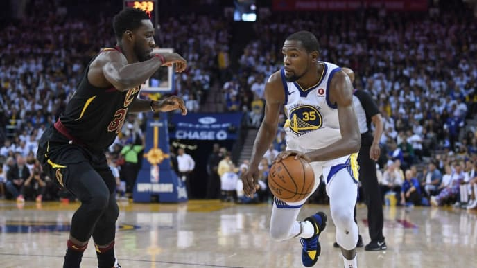 OAKLAND, CA - DECEMBER 25:  Kevin Durant #35 of the Golden State Warriors looks to drive on Jeff Green #32 of the Cleveland Cavaliers during an NBA basketball game at ORACLE Arena on December 25, 2017 in Oakland, California. NOTE TO USER: User expressly acknowledges and agrees that, by downloading and or using this photograph, User is consenting to the terms and conditions of the Getty Images License Agreement.  (Photo by Thearon W. Henderson/Getty Images)