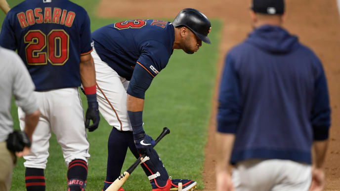MINNEAPOLIS, MN - AUGUST 08: Eddie Rosario #20 and manager Rocco Baldelli #5 of the Minnesota Twins check on Nelson Cruz #23 during an at bat against the Cleveland Indians during the fourth inning of the game on August 8, 2019 at Target Field in Minneapolis, Minnesota. Cruz left the game. (Photo by Hannah Foslien/Getty Images)