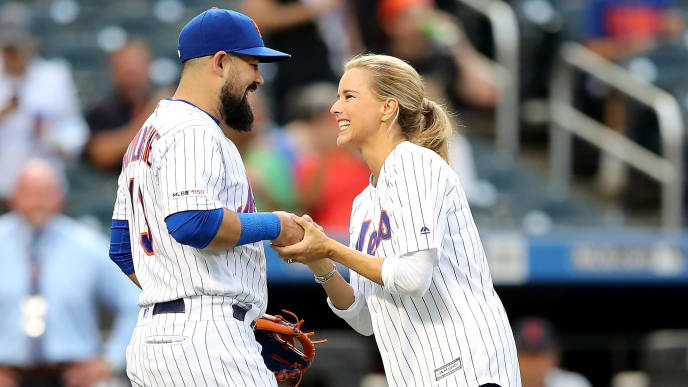 NEW YORK, NEW YORK - AUGUST 21:  Actress Téa Leoni greets Luis Guillorme #13 of the New York Mets after she threw out a ceremonial first pitch during the filming of Madame Secretary before the game between the New York Mets and the Cleveland Indians at Citi Field on August 21, 2019 in the Flushing neighborhood of the Queens borough of New York City. (Photo by Elsa/Getty Images)