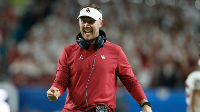 MIAMI, FL - DECEMBER 29:  Head coach Lincoln Riley of the Oklahoma Sooners reacts against the Alabama Crimson Tide during the College Football Playoff Semifinal at the Capital One Orange Bowl at Hard Rock Stadium on December 29, 2018 in Miami, Florida.  (Photo by Michael Reaves/Getty Images)