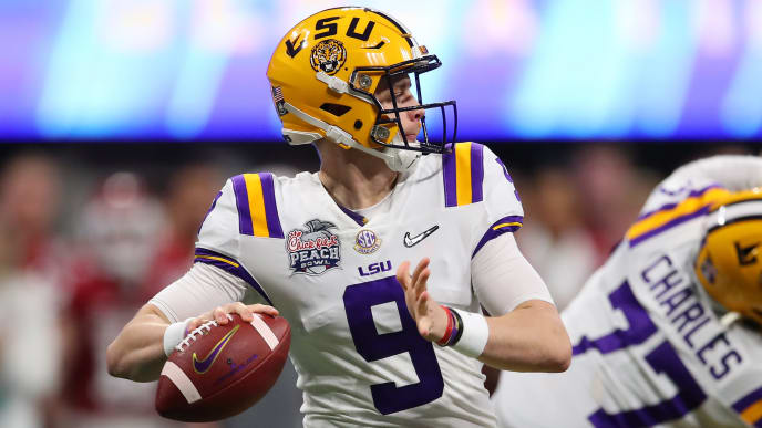 Joe Burrow attempts a pass in the 2019 Chick-fil-A Peach Bowl CFP Semifinal game against Oklahoma.