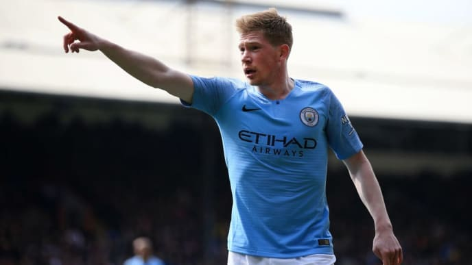 LONDON, ENGLAND - APRIL 14:  Kevin De Bruyne of Manchester City signals during the Premier League match between Crystal Palace and Manchester City at Selhurst Park on April 14, 2019 in London, United Kingdom. (Photo by Marc Atkins/Getty Images)
