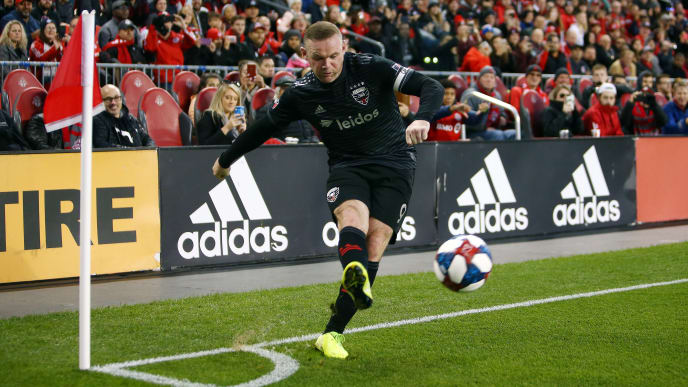 TORONTO, ON - OCTOBER 19:  Wayne Rooney #9 of D.C. United takes a corner kick during an MLS First Round Playoff game against Toronto FC at BMO Field on October 19, 2019 in Toronto, Canada.  (Photo by Vaughn Ridley/Getty Images)
