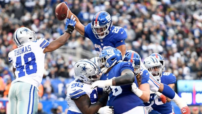 EAST RUTHERFORD, NEW JERSEY - DECEMBER 30: Saquon Barkley #26 of the New York Giants dives forward for a touchdown during the fourth quarter of the game against the Dallas Cowboys at MetLife Stadium on December 30, 2018 in East Rutherford, New Jersey. (Photo by Sarah Stier/Getty Images)