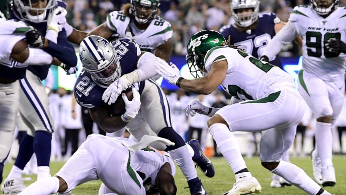 EAST RUTHERFORD, NEW JERSEY - OCTOBER 13:  Ezekiel Elliott #21 of the Dallas Cowboys runs the ball against the New York Jets at MetLife Stadium on October 13, 2019 in East Rutherford, New Jersey. (Photo by Steven Ryan/Getty Images)